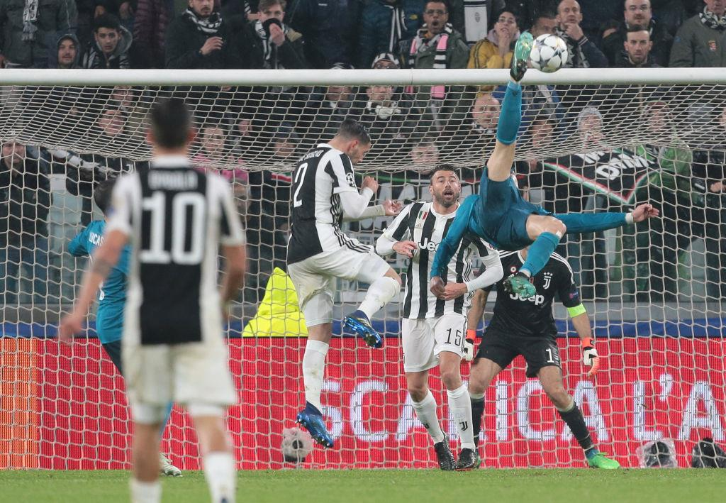 """Буффон: После гола Роналду """"бисиклетой"""" в мои ворота, я поинтересовался сколько ему лет и он дал ответ"""