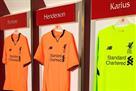 Вейналдум одобряет: Ливерпуль представил третий комплект формы
