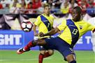 Эннер Валенсия и еще четыре игрока дисквалифицированы за побег на вечеринку