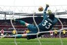 Чех провел 200 сухой матч в АПЛ, отбив первый пенальти за Арсенал