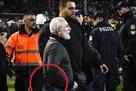 Владелец ПАОКа во время матча побежал к судьям с пистолетом