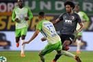 Вольфсбург и Аугсбург сыграли вничью, доигрывая матч 10 на 10