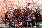 Церемония награждения Атлетико за победу в финале Лиги Европы