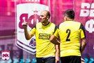 Первая победа Футбол 1.2, неожиданное поражение FC SPELL и успех Яблоко