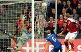 Никлас Бендтнер забивает один из мячей, Getty Images