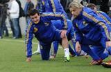 Федецкий (слева) и Тимощук на тренировке сборной,  © Илья Хохлов © Илья Хохлов, Football.ua