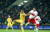 Евгений Хачериди против Роберта Левандовски. Фото Football.ua