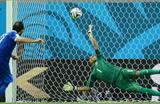 Навас парирует пенальти, фото Getty Images