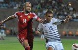 Борьба Юры Мовсисяна (слева) и Якоба Поульсена (справа), uefa.com
