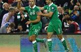 Джонатан Уолтерс празднует гол в ворота Грузии, uefa.com