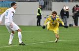 Денис Гармаш атакует ворота словенцев, Фото Богдана Зайца, Football.ua