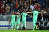 Игроки Португалии празднуют первое взятие ворот в матче, getty images