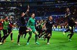 Албанцы празднуют историческую победу, Getty Images