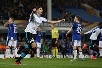 Эктор Юсте празднует гол в ворота Эвертона, Getty Images