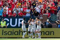 Радость Джердана Шакири и его партнеров после гола, Getty Images