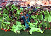 Празднующие игроки Барселоны, Getty Images