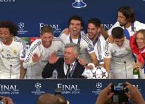 Карло Анчелотти веселится с игроками, Getty Images