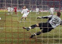 Андрей Шевченко поражает ворота Баварии, 2006-й год, Getty Images