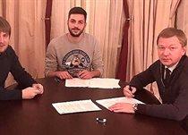 Хочолава подписал контракт с Шахтером, фото со страницы Вадима Шаблия в facebook