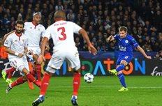 Марк Олбрайтон забивает второй гол в ворота Севильи, getty images