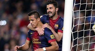 Алексис и Вилья празднуют гол в ворота Депортиво, фото fcbarcelona.com