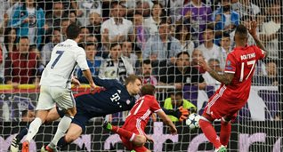 Криштиану Роналду забивает свой первый гол в матче, - Getty Images