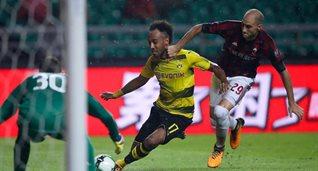 Обамеянг забивает гол Милану, getty images
