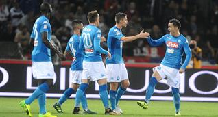 Наполи отмечает гол в матче с Болоньей, gettyimages