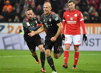 Арьен Роббен празднует второе взятие ворот в матче, twitter.com/fcbayern
