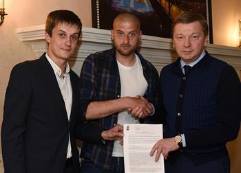 Ракицкий подписал новый контракт, ФК Шахтер