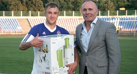 Дацюк (слева) принес выстраданную, желанную и очень важную победу Славутичу, fcslavutich.ck.ua
