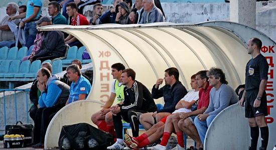 Тренерская скамейка Реал Фарма, фото lanzheron.com