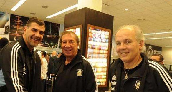 Карлос Билардо (по центру) и Алехандро Сабелла (справа), ole.com.ar