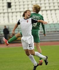 Безус против Милько, фото А. Ковалева, Football.ua