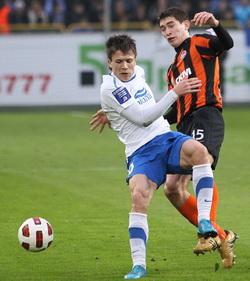 Степаненко против Коноплянки, фото С. Ведмидя, Football.ua
