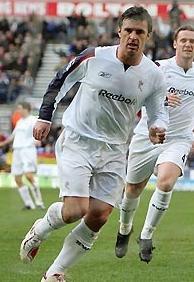 Спид забивает пенальти, фото bbc.co.uk
