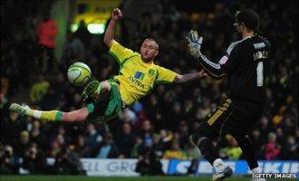 Лэнсбери забивает победный гол, фото bbc.co.uk