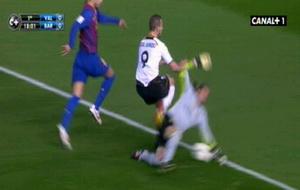 Судья матча Валенсия-Барселона в центре внимания