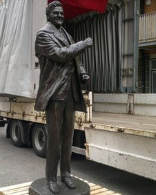 Памятник Дону Реви