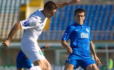Кравченко (справа) в игре, фото fcdnipro.ua