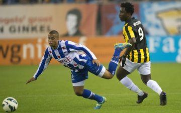 Вилфрид Бони (справа), fcupdate.nl