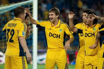 Олег Шелаев принимает поздравления © Дмитрий Неймырок, Football.ua