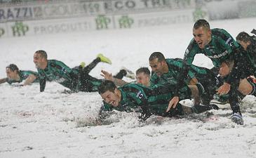 Игроки Сассуоло празднуют очередной успех, фото sassuolocalcio.it