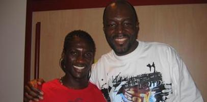 Исмаель Бангура (слева) и его друг, africa1.com