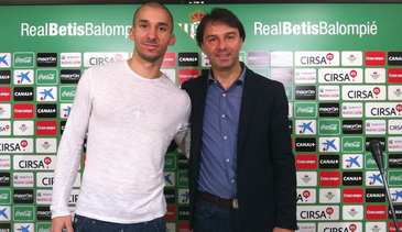 Гильермо Молинс (слева), realbetisbalompie.es