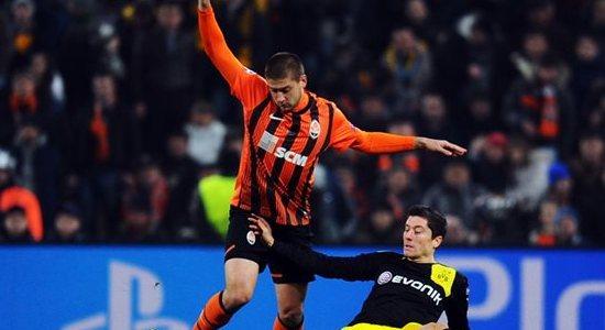 Ярослав Ракицкий против Роберта Левандовски, фото Football.ua