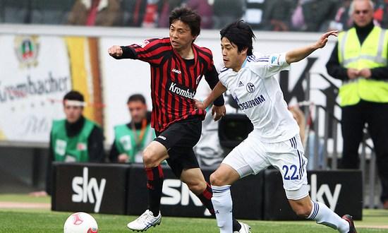 Японское противостояние: Инуи против Утиды, bundesliga.de
