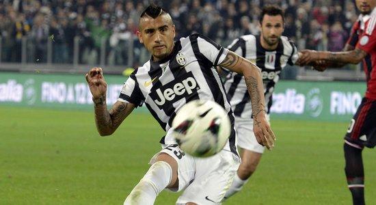 Видаль забивает пенальти в ворота Милана, skysports.com