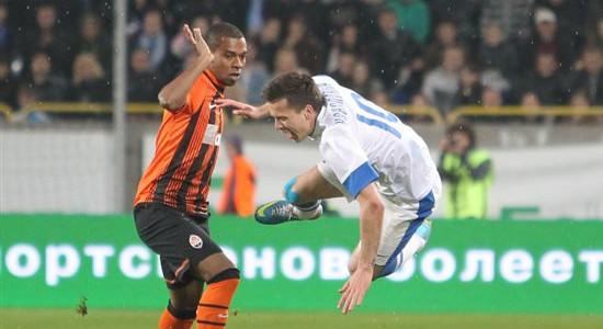 Фернандиньо против Евгения Коноплянки, фото Football.ua