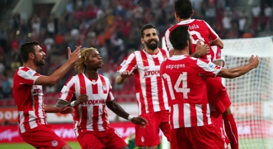 Футболисты Олимпиакоса праздную гол Савиолы, olympiacos.org